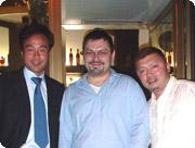 フランカ・パオラ・レレで。左から友人でカワサキイタリア社長の田村君、レストランの息子、そして私。美味な食のあとのグラッパで完全に回ってます(笑)。ま、健康な証拠ということで。