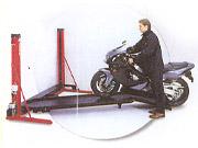 台座の片側はスロープになるので、バイクの積載もスムーズに行える「フルベルト」